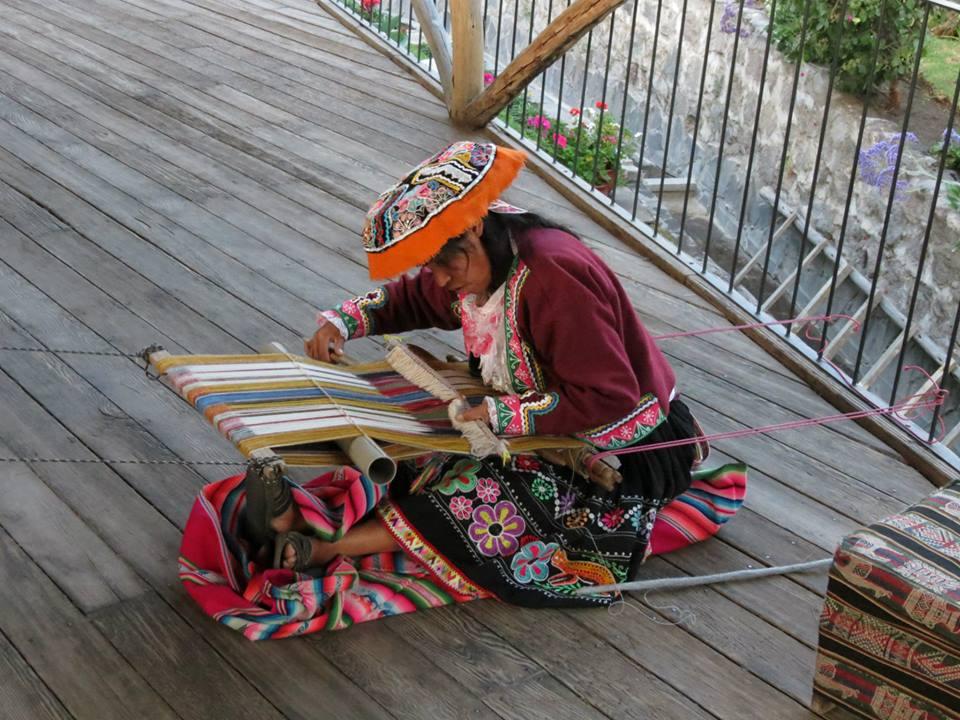 artesana-arequipa-tejiendo