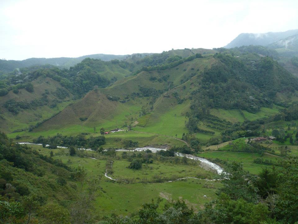 Rio cercano al poblado de Salento