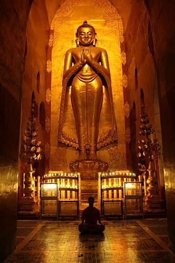Mimetizándome en los fabulosos interiores de las pagodas milenarias birmanas