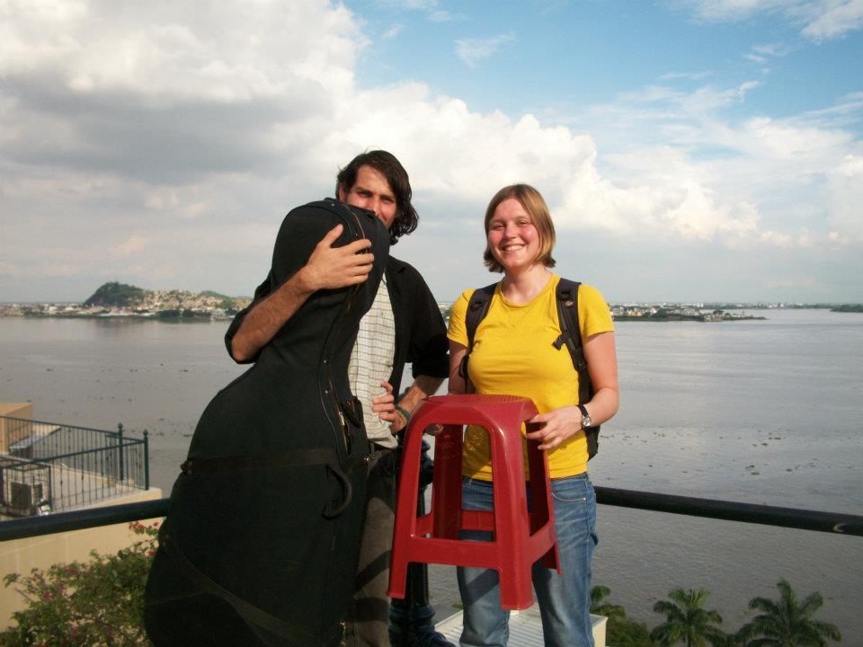 Gerson con una compañera de viajes