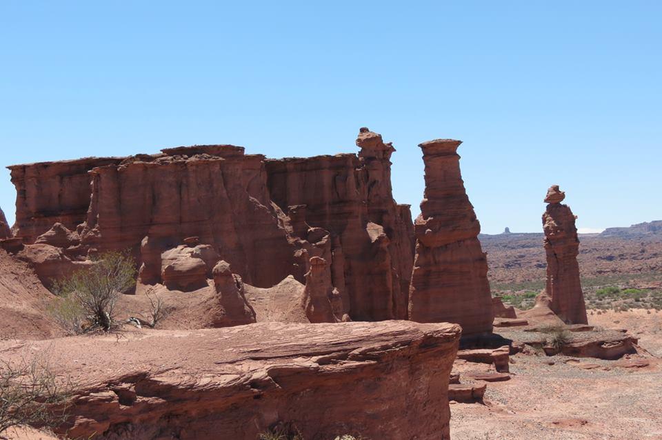 formación rocosa El Monje (extremo derecho de la foto)