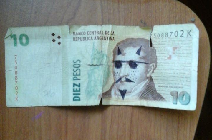 Es común recibir billetes argentinos en muy mal estado