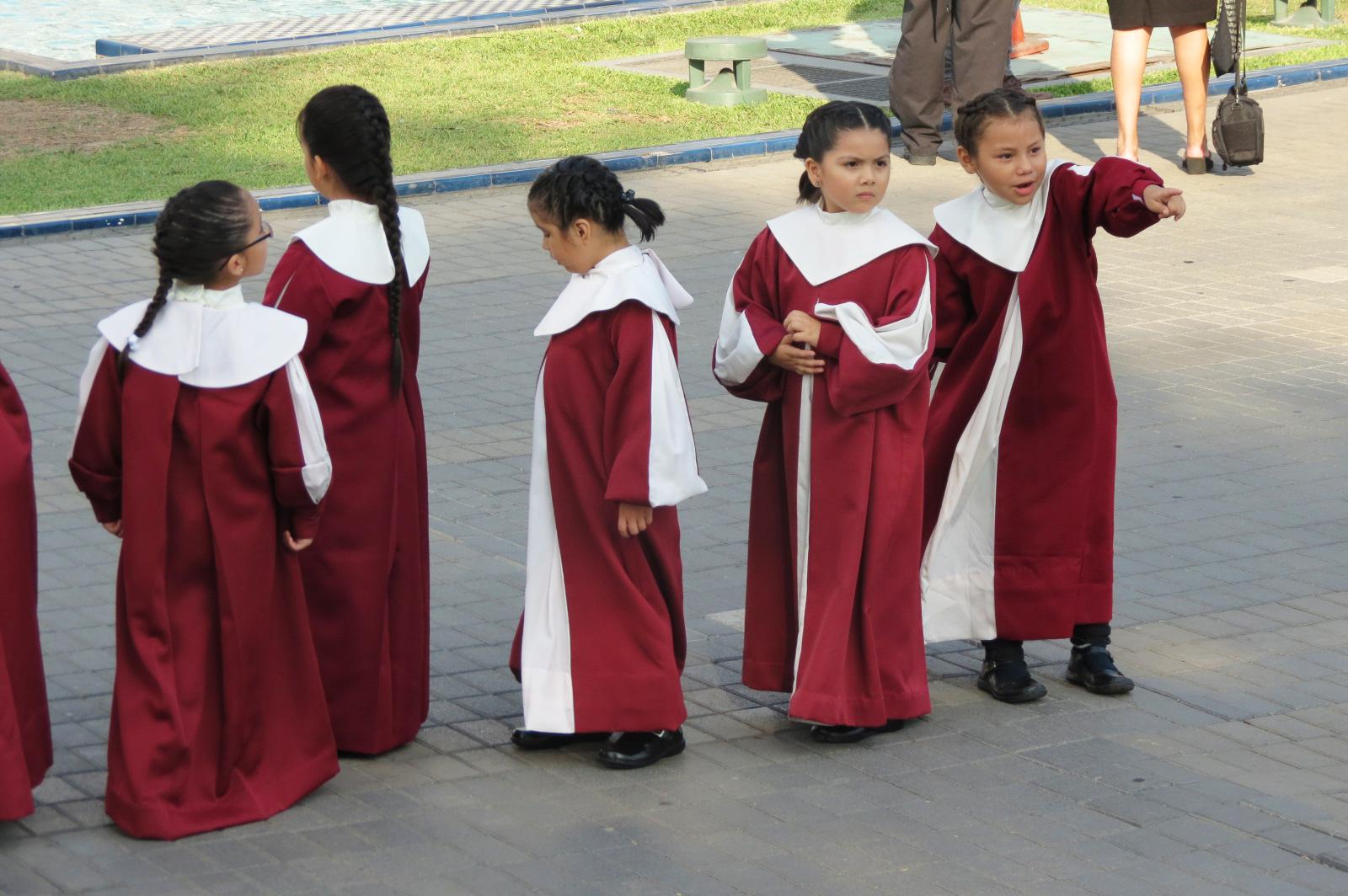 estudiantes primaria acto graduacion