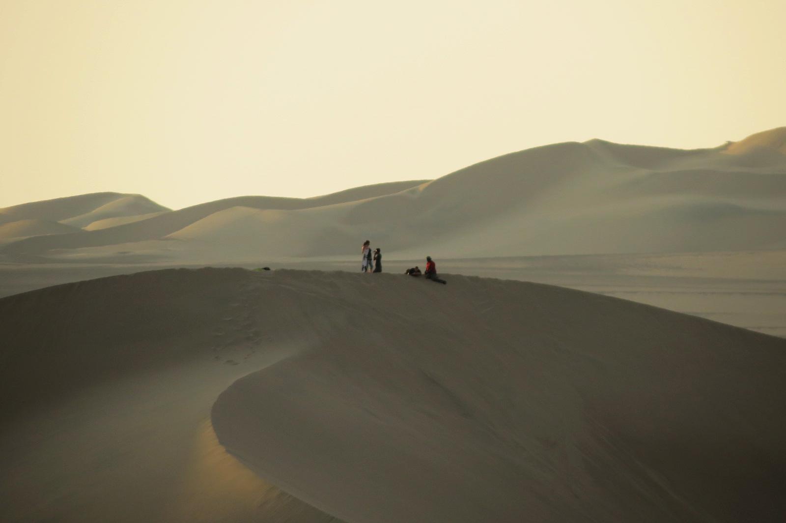 turistas desierto huacachina