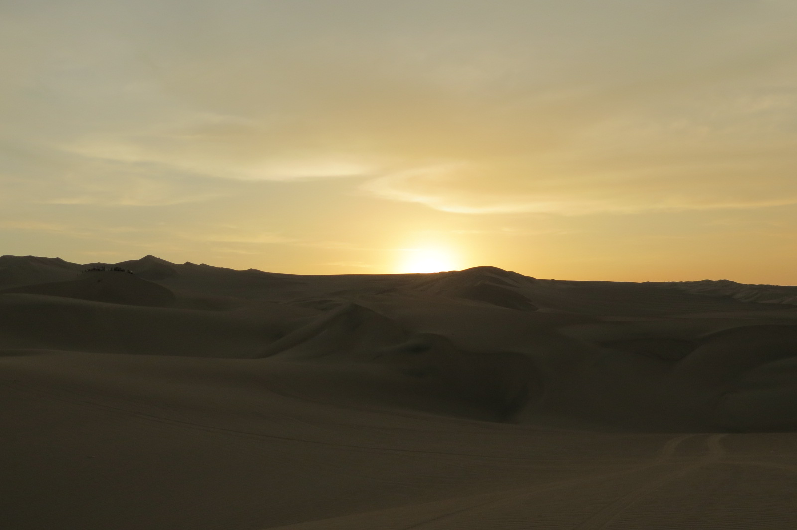 atardecer desierto huacachina